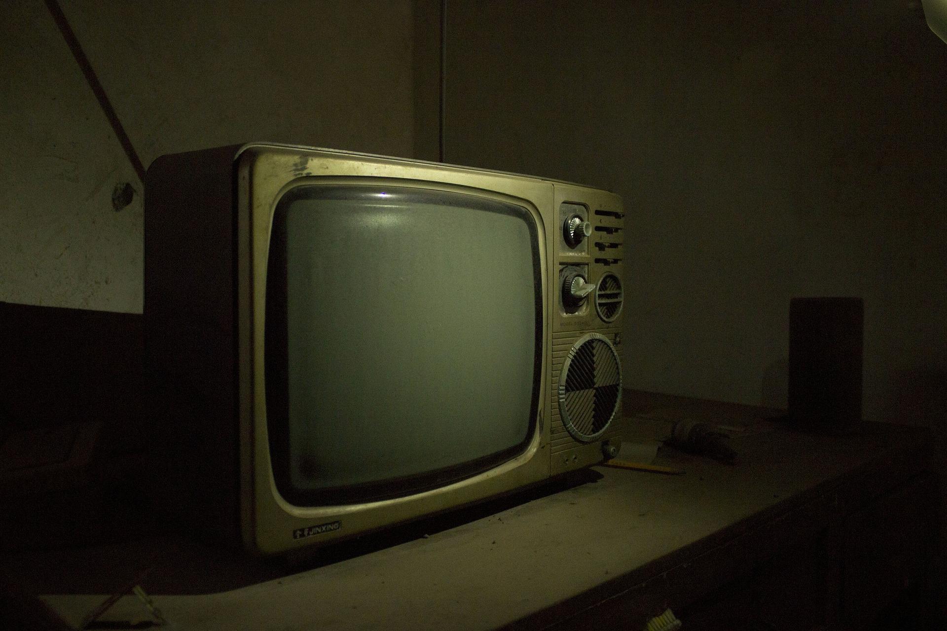 Când victima este expusă la televizor